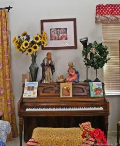 P9170482 schoolroom piano room ingrid